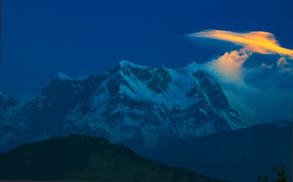 One tiny cloud over peak Chaukhamba