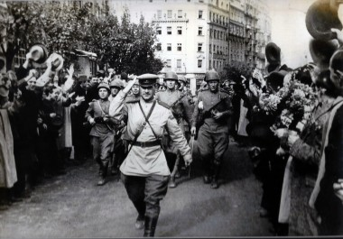 Citizens welcome the liberators of Belgrade