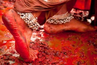 The Gait of a Sakhi